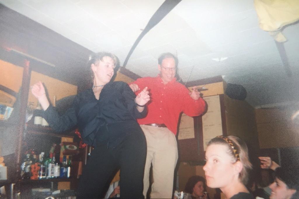 Fon Perdu en dansen op de toog