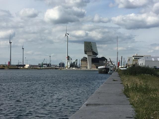 Boot en havenhuis