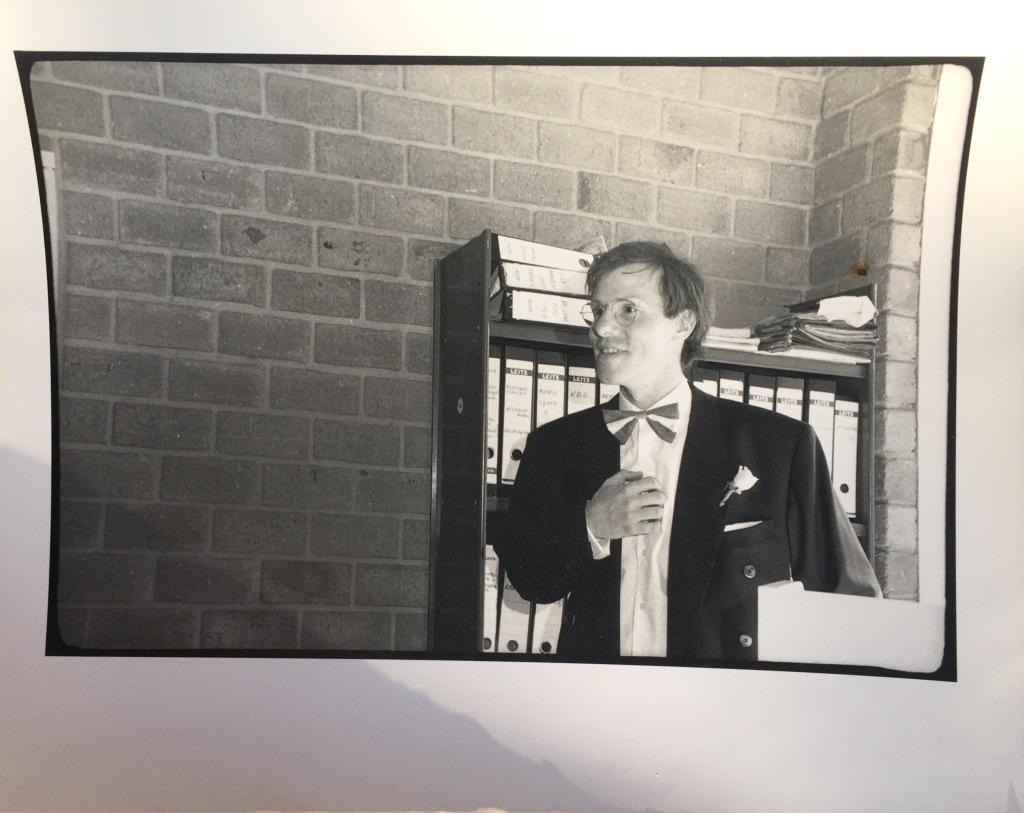Rudolph Regter in zijn jongere jaren. Hier als voorzitter onderweg naar een speech denk ik.